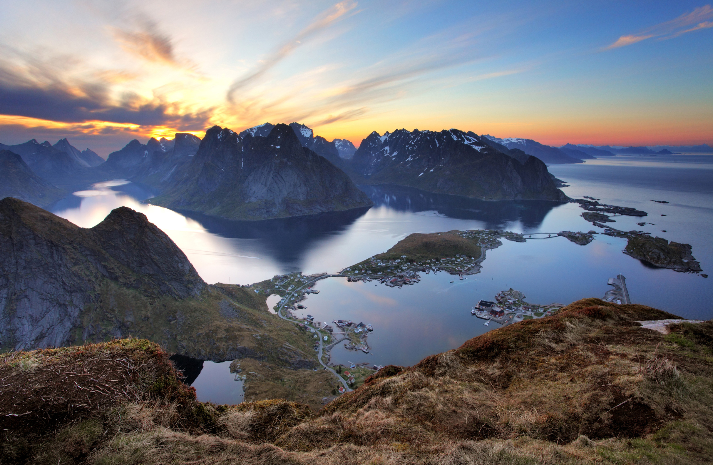 landscape-village-reine-at-sunset-norway-l